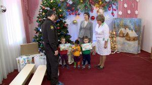 Воспитанники Севастопольского Дома ребёнка получили подарки от приставов